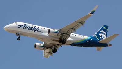 A picture of N196SY - Embraer E175LR - Alaska Airlines - © Stephen J Stein