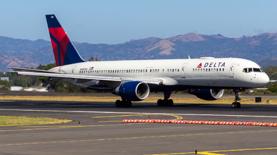 A picture of N682DA - Boeing 757232 - Delta Air Lines - © vidal spotter