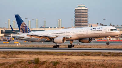 N57870 - Boeing 757-33N - United Airlines
