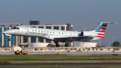 A picture of N686AE - Embraer ERJ145LR - American Airlines - © Alex I.