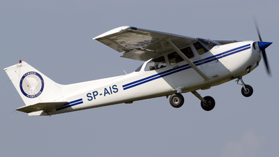 SP-AIS - Cessna 172 Skyhawk - Private