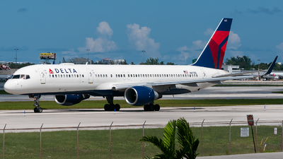A picture of N672DL - Boeing 757232 - Delta Air Lines - © Mark Lawrence