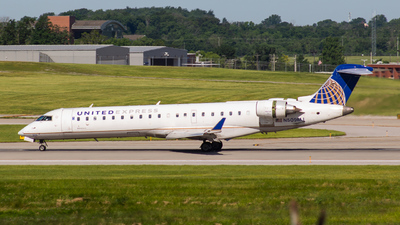 A picture of N509MJ - Mitsubishi CRJ701ER - United Airlines - © Andrew B