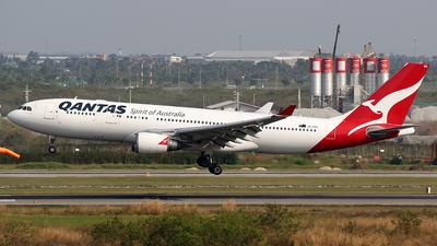 VH-EBG - Airbus A330-203 - Qantas