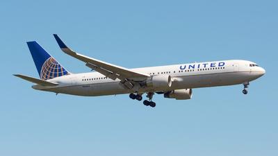 N666UA - Boeing 767-322(ER) - United Airlines