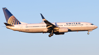 N77261 - Boeing 737-824 - United Airlines