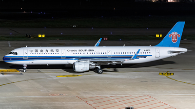 A picture of B8675 - Airbus A321211 - China Southern Airlines - © AndySpotter