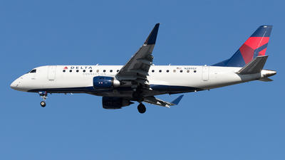 A picture of N289SY - Embraer E175LL - Delta Air Lines - © Yixin Chen