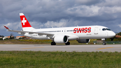 A picture of HBJCM - Airbus A220300 - Swiss - © Carlos Miguel Seabra