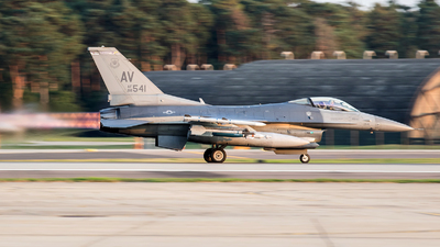 88-0541 - General Dynamics F-16C Fighting Falcon - United States - US Air Force (USAF)