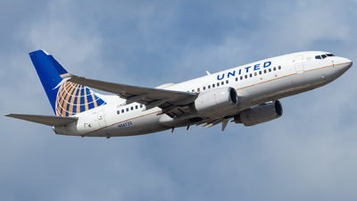 N16732 - Boeing 737-724 - United Airlines