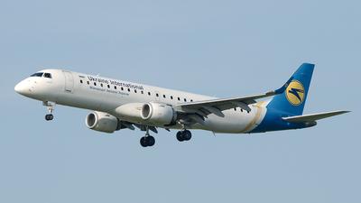 A picture of UREMD - Embraer E190LR - Ukraine Int. Airlines - © Paul Stam