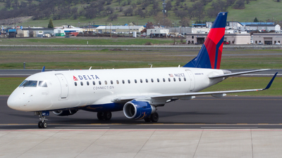 A picture of N621CZ - Embraer E175LR - [17000218] - © Owen Peters