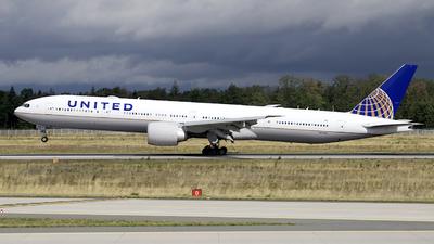 N2748U - Boeing 777-322ER - United Airlines