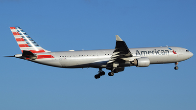 N272AY - Airbus A330-323 - American Airlines