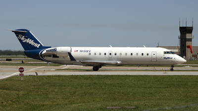 A picture of N930EV - Mitsubishi CRJ200LR - SkyWest Airlines - © Andrew Hutnyan
