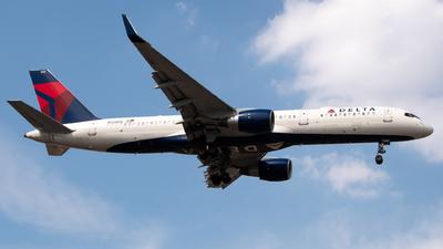 A picture of N555NW - Boeing 757251 - Delta Air Lines - © Juan Carlos Alvarez (MAS Aviation Press)