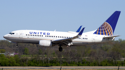 A picture of N27734 - Boeing 737724 - United Airlines - © Brady Noble