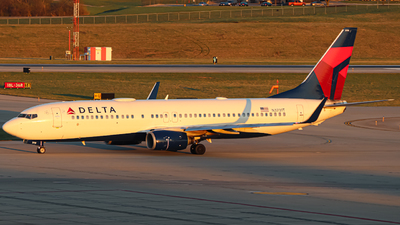 A picture of N3731T - Boeing 737832 - Delta Air Lines - © Kass Betas