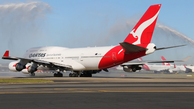 A picture of VHOEE - Boeing 747438(ER) - [32909] - © Tim Bowrey