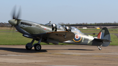 G-ILDA - Supermarine Spitfire T.9 - Private