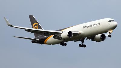 N320UP - Boeing 767-34AF(ER) - United Parcel Service (UPS)