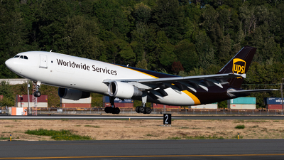 A picture of N158UP - Airbus A300F4622R - UPS Airlines - © bill wang