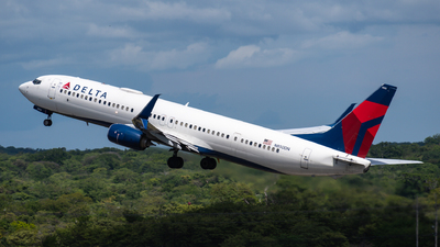 A picture of N850DN - Boeing 737932(ER) - Delta Air Lines - © Limafoxcr