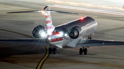 A picture of N571NN - Mitsubishi CRJ900LR - American Airlines - © Yan777
