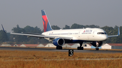 A picture of N6713Y - Boeing 757232 - Delta Air Lines - © Julio Letona