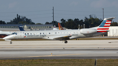 A picture of N923AE - Embraer ERJ145LR - American Airlines - © Orlando Suarez