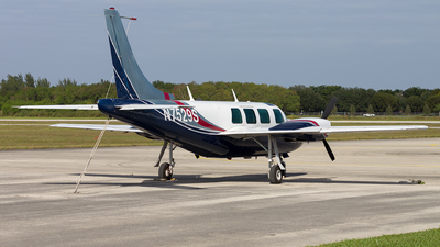 N7529S - Ted Smith Aerostar 601 - Private
