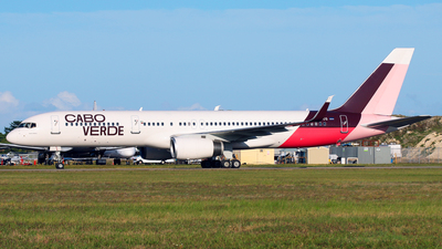 A picture of D4CCG - Boeing 757208 - Cabo Verde Airlines - © Racso Smet (Oscar Luna)