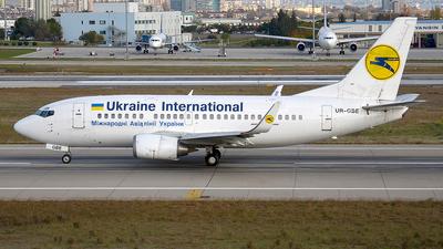 UR-GBE - Boeing 737-548 - Ukraine International Airlines