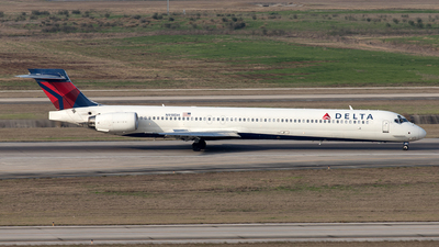 A picture of N918DH - McDonnell Douglas MD9030 - [53553] - © Yixin Chen