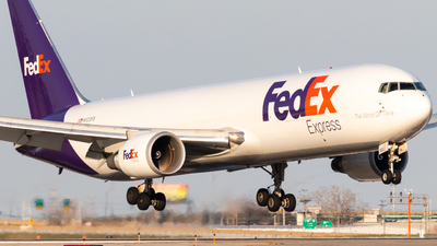 A picture of N123FE - Boeing 7673S2F(ER) - FedEx - © Davin Amy
