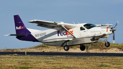 N910FE - Cessna 208B Super Cargomaster - FedEx Feeder (Corporate Air)