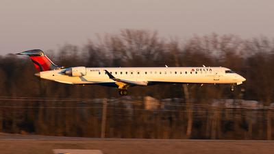 A picture of N197PQ - Mitsubishi CRJ900LR - Delta Air Lines - © Jim Li