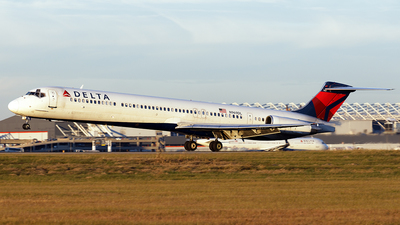 A picture of N969DL - McDonnell Douglas MD88 - USA Jet Airlines - © PeachAir