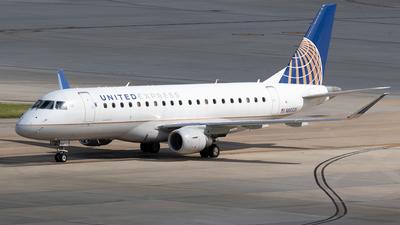 A picture of N88326 - Embraer E175LR - United Airlines - © Felipe García