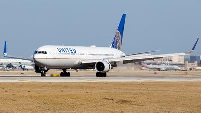 A picture of N662UA - Boeing 767322(ER) - United Airlines - © Martin Pinnau