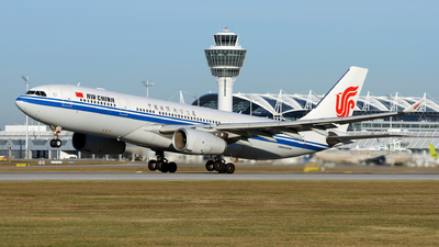 B-6132 - Airbus A330-243 - Air China