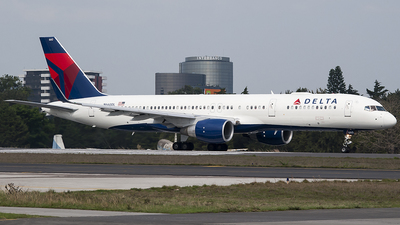 A picture of N660DL - Boeing 757232 - Delta Air Lines - © Brian Boche