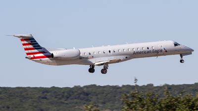A picture of N677AE - Embraer ERJ145LR - American Airlines - © Centex Spotter