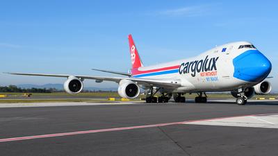 A picture of LXVCF - Boeing 7478R7(F) - Cargolux - © Chris Jilli