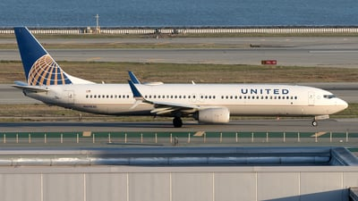 A picture of N69830 - Boeing 737924(ER) - United Airlines - © Yixin Chen
