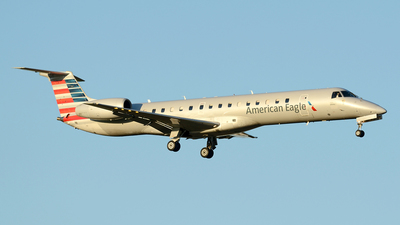 A picture of N612AE - Embraer ERJ145LR - American Airlines - © Siddarth Bhandary