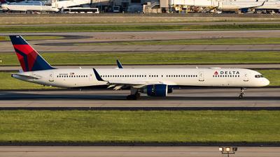 N590NW - Boeing 757-351 - Delta Air Lines