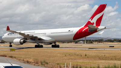 A picture of VHQPG - Airbus A330303 - Qantas - © CATHAY246