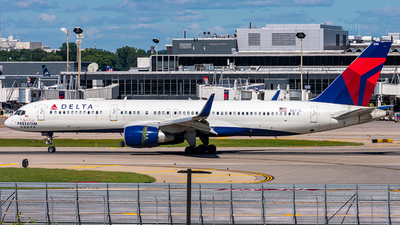A picture of N694DL - Boeing 757232 - Delta Air Lines - © Mateo Skinner
